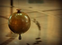 Физик Жан Бернар Леон Фуко доказал, что земля вертится