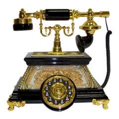 Открыта первая в России линия дальней телефонной связи.