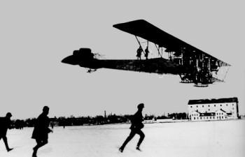 В 26 февраля 1914 г. Игорь Сикорский лично поднял в воздух созданный им уникальный самолет «Илья Муромец»