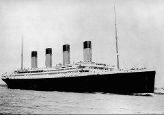 В Атлантическом океане после столкновения с айсбергом затонул крупнейший английский пассажирский лайнер начала XX века «Титаник»