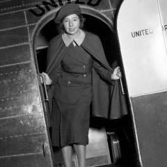 Американка Эллен Черч стала первой в мире стюардессой