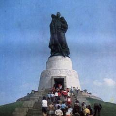 В берлинском Трептов-парке состоялось торжественное открытие памятника-ансамбля воинам Советской Армии, павшим в боях с фашизмом