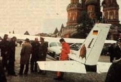 На Красной площади в Москве приземлился спортивный самолет гражданина ФРГ Матиаса Руста