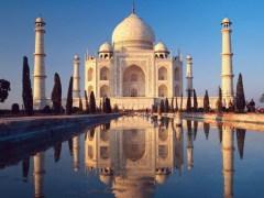 В индийской державе Великих Моголов умерла от родов Мумтаз-Махал - любимая жена императора Шах-Джахана. Для ее погребения, по приказу монарха, в столице империи Агре, возвели мавзолей Тадж-Махал, ставший шедевром мировой архитектуры