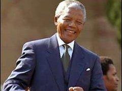 Африканский борец за права чернокожих Нельсон Мандела был приговорен к пожизненному тюремному заключению