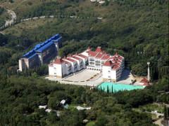 В Крыму открылся Всесоюзный пионерский лагерь «Артек», ныне - Международный детский центр «Артек»
