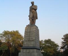 На могиле Тараса Шевченко в Каневе установлен бронзовый памятник