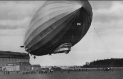 Первый полет совершил дирижабль жесткой конструкции, построенный графом Фердинандом фон Цеппелином