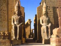 Близ города Луксор (Египет) открыта уникальная древнеегипетская гробница с захоронениями легендарных фараонов