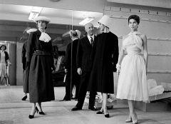 Кристиан Диор открыл в Париже модный дом со штатом из 85 сотрудников