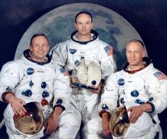 Американский космический корабль «Аполлон-11» совершил первую в истории посадку на Луну