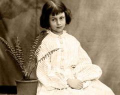 В британском издательстве «Макмиллан» вышло первое издание книги Льюиса Кэрролла «Приключения Алисы в Стране Чудес»