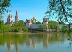 Основан Новодевичий монастырь