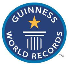 В Великобритании вышел в свет первый экземпляр «Книги рекордов Гиннеса»