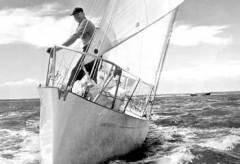 Англичанин Фрэнсис Чичестер в одиночку отправился в кругосветное путешествие на яхте «Джипси Мот IV»