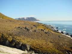 Полярные исследователи Юлиус Пайер и Карл Вайпрехт открыли необитаемый арктический архипелаг, который был назван Землей Франца-Иосифа