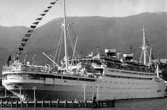 В Новороссийской бухте затонул пассажирский лайнер «Адмирал Нахимов»