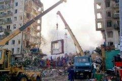В результате теракта в Москве разрушен жилой дом по улице Гурьянова, погибли 106 человек