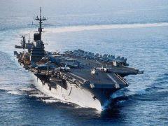 В США на воду спущен первый в мире атомный авианосец