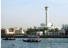 В восточной части Аравийского полуострова образовано федеративное государство Объединенные Арабские Эмираты