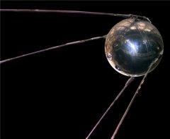 На околоземную орбиту был выведен первый в мире искусственный спутник Земли, открывший космическую эру в истории человечества
