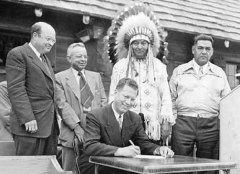 В США создано Бюро по делам индейцев.