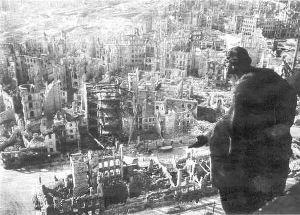 Американские и английские самолеты начали бомбить Дрезден